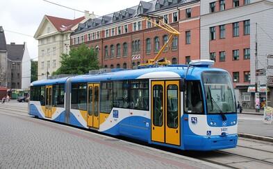 Když řidič tramvaje nadýchá, stroj se zablokuje. V Ostravě se zkouší speciální alkoholtester v kabině