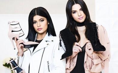 Kendall a Kylie Jenner odhalili svoju prvú vlastnú kolekciu s oblečením, ktorá prináša aj 54 párov topánok