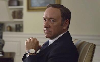 Kevina Spaceyho z House of Cards nemôžu vyhodiť. Jeho zmluva to filmárom nedovoľuje. Žeby fanúšikom Franka Underwooda svitla nová nádej?