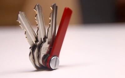 KeyBolt je šikovná a minimalisticky prevedená kľúčenka z titánu, ktorá ti nebude zavadzať