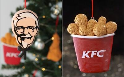 KFC představilo vlastní vánoční ozdoby. Místo baněk si mohou fanoušci na stromeček pověsit pochoutky z kuřete