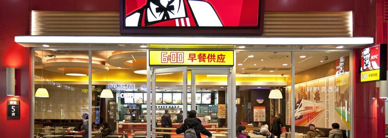 KFC přichází s rozvážkou jídla. Křidélka si zatím budete moci nechat dovézt až domů v Praze
