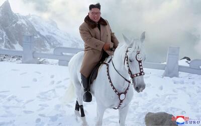 Kim Čong-un dostal prvé auto v 7 rokoch. Spolužiaci na neho spomínajú ako na introverta, ktorý na nich pľuval a kopal ich