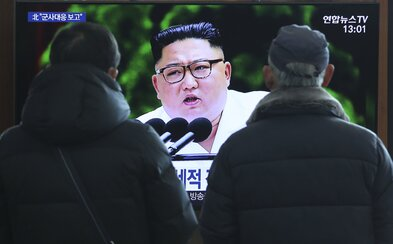 """Kim Čong-un je """"nažive a zdravý"""", tvrdí poradca juhokórejského prezidenta"""