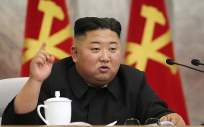 Kim Čong-un prohlásil, že zvládnutí pandemie je zářivým úspěchem Severní Koreje. Stále tam prý nemají ani jeden případ