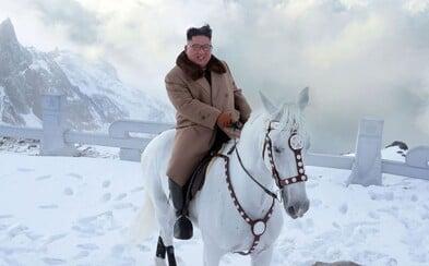 Kim Čong-un se na bílém koni dostal na posvátnou a zároveň nejvyšší horu Severní Koreje