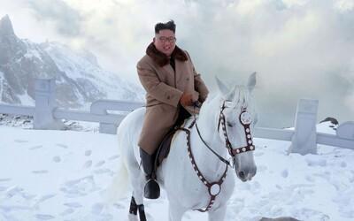 Kim Čong-un na bielom koni docválal na posvätnú a zároveň najvyššiu horu Severnej Kórey