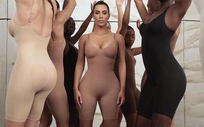 Kim Kardashian predstavuje vlastnú značku tvarovacej spodnej bielizne Kimono