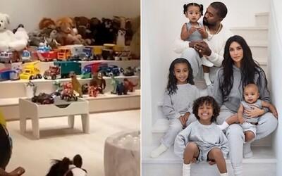 Kim Kardashian ukázala izbu svojich detí, nájdeš v nej dokonca aj pódium. Ľudia na internete sú ohromení