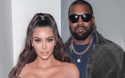 Kim Kardashian zdieľala zaľúbenú fotku s Kanyem Westom, teraz čelí žalobe za porušenie autorských práv