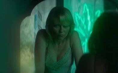 Kirsten Dunst prepadá v traileri psychedelického mysteriózneho thrilleru Woodshock čoraz hlbšie do snového sveta drog, paranoje a depresií