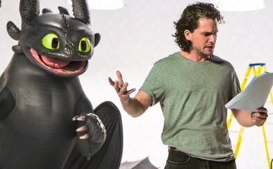 Kit Harington a Bezzubka vás rozosmejú v skvelom videu z konkurzu pre Ako si vycvičiť draka 3. Uťahujú si aj z Game of Thrones