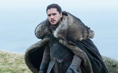Kit Harington na kritikov Game of Thrones neberie ohľad a posiela im vulgárny odkaz