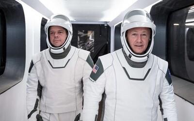 Klíčový muž odstoupil jen týden před prvním letem SpaceX s lidskou posádkou