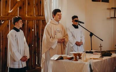 Kňaz Martin: Niektoré praktiky cirkvi sú blízke mafiánskym, pedofilné škandály sú zľahčované