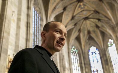 Kňaz youtuber: Wi-Fi do kostola nepatrí, väčšina kňazov si plní svoje úlohy. Žiaľ, sú aj takí, ktorí sa pošmyknú (Rozhovor)