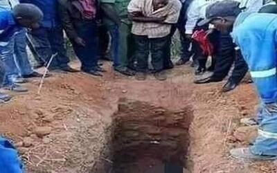 Kněz se nechal pohřbít zaživa, chtěl vstát z mrtvých jako Ježíš. Z hrobu ho vykopali mrtvého