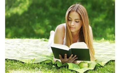 Knihy, ktoré vám za málo času presýtia dušu: Štyri tipy, ako spojiť užitočné s príjemným