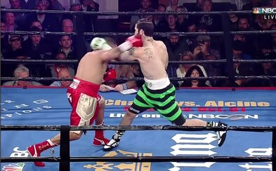 Knockout roka za 41 sekúnd? Po nevydarenom údere sa boxer okamžite porúčal k zemi