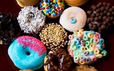 Koblihy roztodivných tvarů a chutí nebo pivo s javorovým sirupem  - Voodoo Doughnut