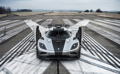 Koenigsegg prekonáva modelom One:1 vlastné svetové rekordy: 0-300-0 km/h pod 18 sekúnd bez rúk na volante!