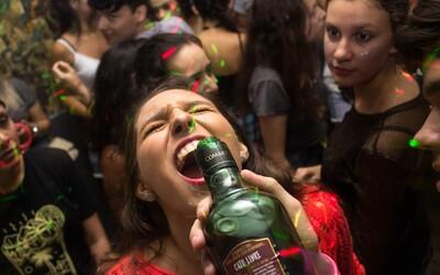 Kolik korun stojí party ve světových městech? Srovnání včetně Prahy ukazuje ceny drinků, klubů, taxislužeb i Big Maců