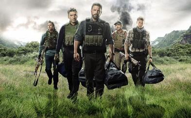 Komando Bena Afflecka se postaralo o řadu prostřelených hlav a příjemné loupežné drama (Recenze)