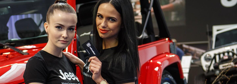 Kombinácia krásnych žien a naleštených automobilov zaručene funguje. Bratislavský autosalón a jeho hostesky boli toho skvelým dôkazom