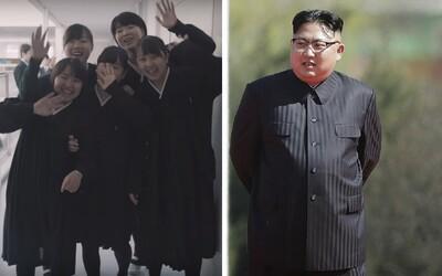 Komunita Korejců v Japonsku slepě věří režimu v KLDR. Ve školách visí portréty vůdců, Kim Čong-un není podle žáků diktátorem
