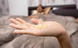 Kondomy: Jaké jsou nejčastější mýty a jak bys prezervativ určitě neměl používat?