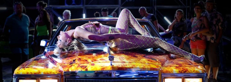 Kontroverznú drámu o žene, ktorá otehotnie s autom, čoskoro budeš môcť vidieť aj v slovenských kinách