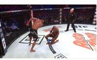 Kopačka a knokaut roku? MMA bojovník provokoval soupeře, ten odpověděl dokonalou kombinací