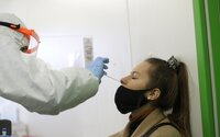 KORONAVIRUS: Epidemie opět nabírá na síle. Testování na školách bude možná pozastaveno