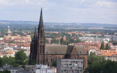 Koronavirus je podle polského kněze trest za homosexualitu. Nejlepším lékem má být modlitba