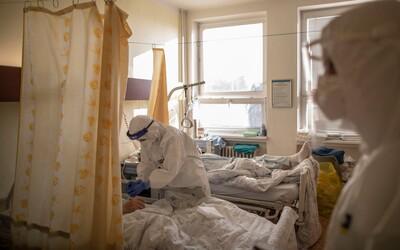 KORONAVIRUS: Počet nakažených opět překročil 1000, roste i počet hospitalizovaných