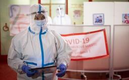 KORONAVIRUS: Přibylo 526 nových případů, reprodukční číslo stagnuje