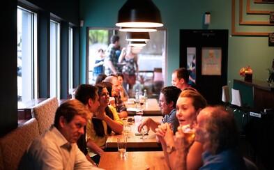 Koronavírus sa v reštaurácii rozšíril na 9 ľudí skrz klimatizáciu. Sedeli blízko nakazenej osoby