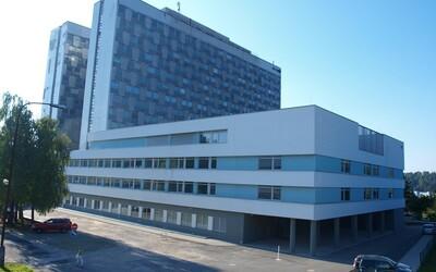 Koronavírus: V Banskej Bystrici zatvorili pľúcne oddelenie, personál je v karanténe. Pacientka zamlčala epidemiologickú anamnézu
