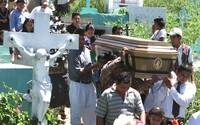 Koronavirus v Salvadoru nahradil zabijáky z gangů. Úmrtí kvůli covidu-19 vrátila hrobařům ztracenou práci