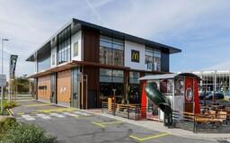 Koronavírusom sa nakazili traja zamestnanci slovenských pobočiek McDonald's. Reštaurácie museli uzatvoriť