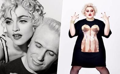 Korzet so špicatou podprsenkou, ktorý preslávil Madonnine klipy? Módny gigant Jean Paul  Gaultier tvorí módu, ktorá navždy pochovala stereotyp