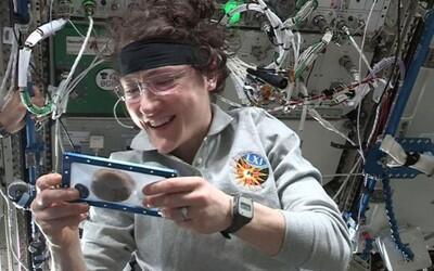 Kosmonauti upekli ve vesmíru první jídlo – čokoládové sušenky. Pečení trvalo šestkrát déle než na Zemi