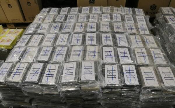 Kostarická policie zajistila největší zásilku kokainu v historii. 5 tun drogy směřovalo do Holandska jako dodávka květin