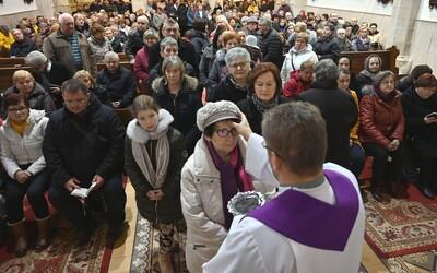 Kostoly môžu byť ideálne miesto pre šírenie nákazy. Koronavírus na Slovensku sa dotkne aj veriacich