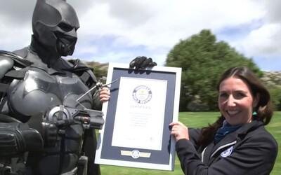 Kostymér vytvoril špeciálny oblek Batmana s 23 fungujúcimi gadgetmi, ktorý sa zapísal do Guinessovej knihy rekordov