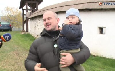 Kotleba priletel aj so synom z Egypta. Exmanželka tvrdí, že si dieťa odniesol bez dohody