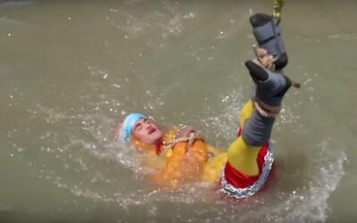 Kouzelník se utopil, když se v řece svázaný pokoušel napodobit Houdiniho trik