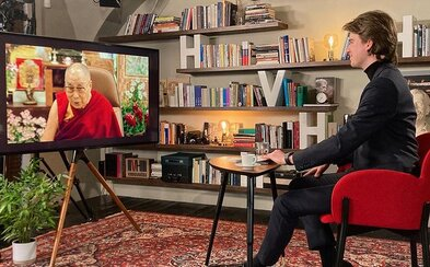 Kovy se setkal s dalajlámou. Pořád tomu nemůžu uvěřit, uvedl ve videu