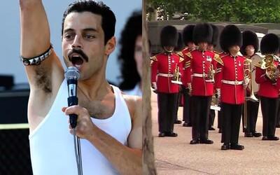 Kráľovská stráž zahrala Bohemian Rhapsody pred Buckinghamským palácom na počesť víťazstva Zlatého glóbusu