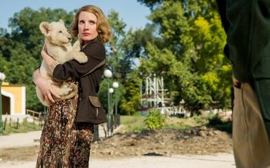 Krásná Jessica Chastain zachraňuje desítky Židů z varšavského ghetta za zády nacistického pohlavára, který ji chce svést (Recenze)